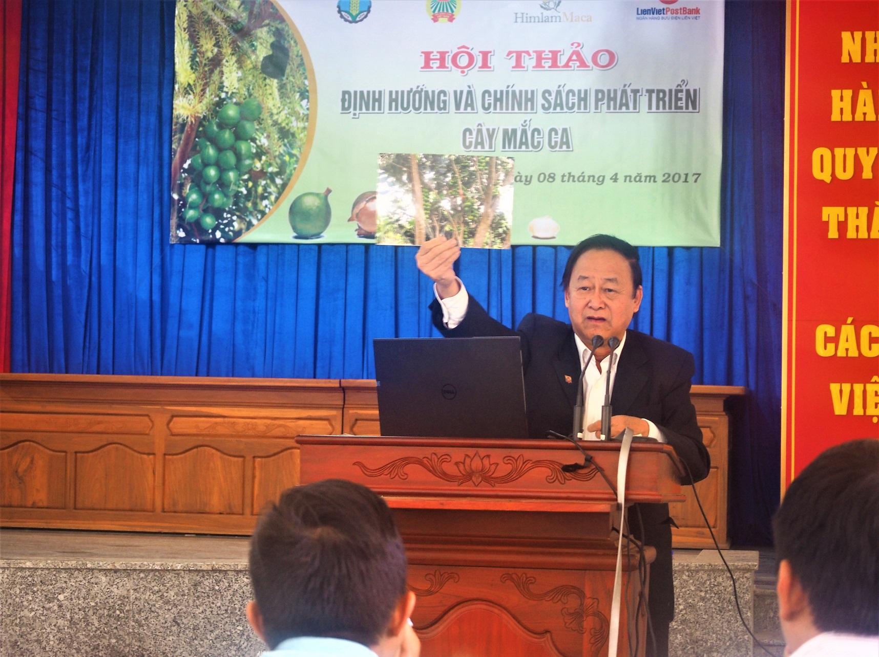 Chuyên gia nông nghiệp Nguyễn Lân Hùng giới thiệu về cây mắc ca