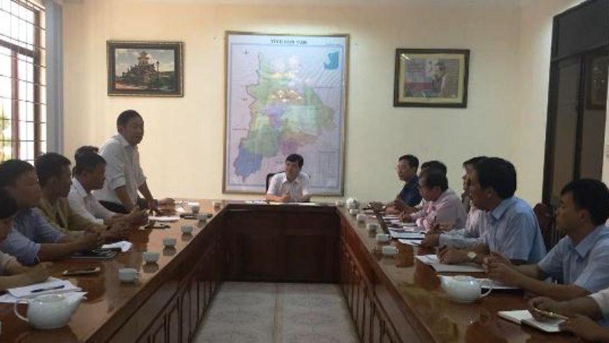 Phó Chủ tịch UBND tỉnh Kon Tum Nguyễn Hữu Tháp làm việc với Hiệp hội Mắc ca Việt Nam